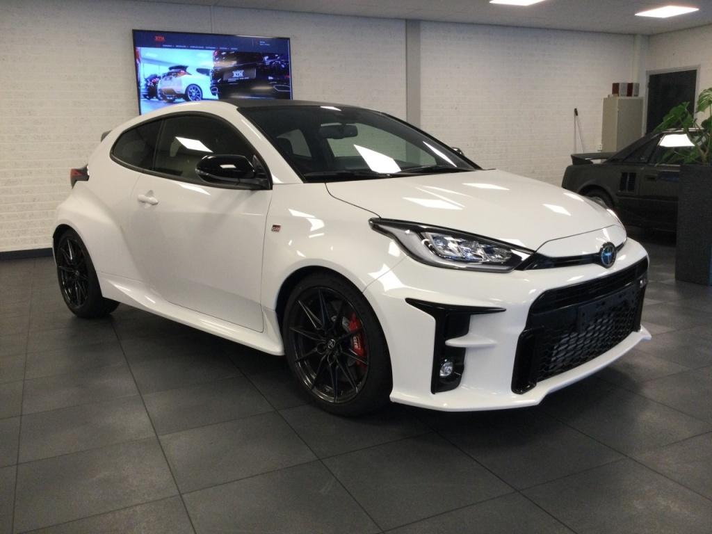 Toyota-Yaris-thumb